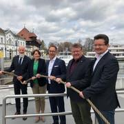 Die Unternehmenskapitäne sind bereit für die neue Schifffahrtssaison: Norbert Reuter (BSB), Andrea Ruf (SBS), Remo Rey (URh), Frank Weber, (BSB) und Alexandro Rupp (VLB). (Bild: Sebastian Keller)