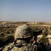 Amerikanische Soldaten in der Nähe der nordsyrischen Stadt Manbij. (Bild: Susannah George/AP (7. Februar 2018)).