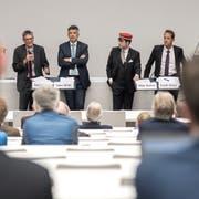 An der Podiumsdiskussion der Uni Luzern diskutierten Nationalrat Karl Vogler, Ständerat Hans Wicki, Mike Bacher (Moderation) und Weko-Vizedirektor Frank Stüssi (von links). (Bild: Pius Amrein, 9. Oktober 2018)