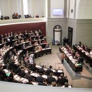 Einblick in die Debatte um das Sparpaket KP17 im Luzerner Kantonsrat: Im 120-köpfigen Parlament sind Frauen genauso untervertreten wie in den Exekutiven der Gemeinden. (Bild: Manuela Jans-Koch, 7. November 2016)