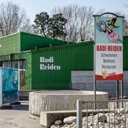 Das Hallen- und Freiluftbad in Reiden kann erneuert werden. (Bild: Philipp Schmidli, 30. März 2019)
