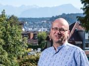 Im Bild ist Vital Burger, einer der Emmer Gemeinderatskandidaten.Vital Burger wurde bei der Kirche Gerkiswil fotografiert wo man eine schöne Aussicht auf die Alpen hat.(foto: roger gruetter) freier fotograf