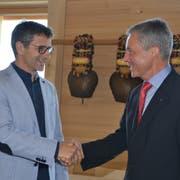 Bruno Inauen (links) folgt Roger Peterer nicht nur als Leiter des kantonalen Landwirtschaftsamts, sondern ab 1. September auch als Geschäftsführer der Landwirtschaftlichen Kreditkasse und der Bürgschaftsgenossenschaft nach. (Bild: Adi Lippuner)