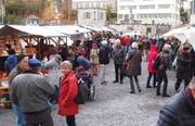 Der Landsgemeindeplatz im Zentrum von Trogen ist seit 1986 am zweiten Adventssamstag Plattform für den Verkauf von Produkten ausschliesslich aus sozialen Institutionen für Menschen mit Behinderung. Bild: Charlotte Kehl