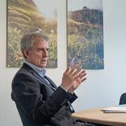 UKB-Bankratspräsident Heini Sommer (links) und Christoph Bugnon, CEO der Urner Kantonalbank, erläutern am Hauptsitz in Altdorf die neue Strategie der Bank. (Bild: Corinne Glanzmann, Altdorf, 18. Oktober 2018)