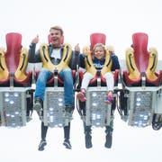 Martin Arnet und seine Tochter Lynn haben auf dem «Chaos Pendel» sichtlich Spass. (Bild: Dominik Wunderli, Luzern, 8. Oktober 2019)