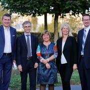 Die bisherigen Stadträte von Zug wurden bestätigt. Von links nach rechts: André Wicki, Karl Kobelt, Vroni Straub, Eliane Birchmeier, Urs Raschle. (Bild: Stefan Kaiser (Zug, 7.Oktober 2018))