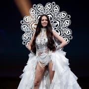 Die ehemalige Miss Schweiz Jastina Doreen Riederer im Nationalkostüm an der Miss Universe-Wahl 2018 in Thailand. (Bild: Prungroy Yongrit/EPA (Pattaya, 10. Dezember 2018))