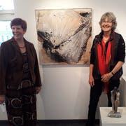 Die beiden Künstlerinnen Milly Broder (links) und Ursi Vincenz an der Vernissage vom Samstag. (Bild: PD)