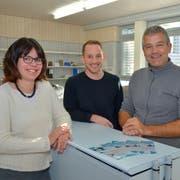Schulpräsidentin Nathalie Wasserfallen und die beiden Schulleiter Philipp Zimmer und Mirko Spada in ihrem gemeinsamen Büro. (Bild: Mario Testa)
