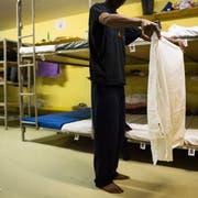 Im Jahr 2015 mussten viele Asylsuchende in Zivilschutzanlagen untergebracht werden. Heute sind selbst die regulären Unterkünfte längst nicht ausgelastet. (Bild: Gian Ehrenzeller, Keystone (12. November 2015))