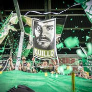 Die Fans und Tranquillo Barnetta jubeln. (Bild: Urs Bucher)