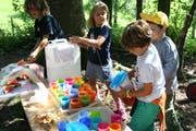 Traditionelles Herbstfest der Waldkinder: an der Sirupbar. (Bild: Reto Voneschen)