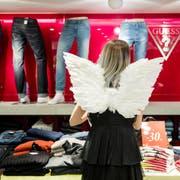 Der Weihnachtsverkauf soll den Umsatz der Detailhändler beflügeln. (Bild: Philipp Schmidli (11. Dezember 2016))