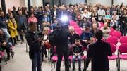 Christian Vitta, wiedergewählter FDP-Staatsrat, stellt sich den Medien. (Bild: ky)