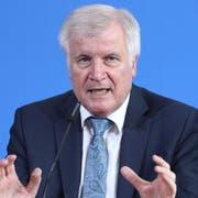 Der deutsche Innenminister Horst Seehofer an einer Pressekonferenz nach dem Vorfall in Frankfurt. (Bild: Jeon Hayoung/EPA)