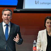 LafargeHolcim-CEO Jan Jenisch mit Finanzchefin Géraldine Picaud an der Bilanzmedienkonferenz in Zürich. (Bild: Walter Bieri/Keystone, 7. März 2019)