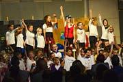 Die Kinder singen und tanzen in ihrem Musical. Besonders beliebt ist das Projekt bei den Mädchen. (Bild: Daniela Ebinger)