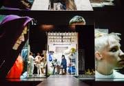 Stoff der Zukunft: Güzin Kars Stück «Sweatshop» über die Textilindustrie, 2018 am Schauspielhaus Zürich. (Bild: Tanja Dorendorf)