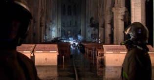 Inferno in der Notre-Dame: Brand komplett gelöscht ++ So arbeitet die Feuerwehr im Innern ++ Totale Zerstörung verhindert