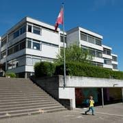 Im Schulhaus Hübeli in Emmen wurden erhöhte Naphthalin-Werte gemessen. (Bild: Dominik Wunderli, 20. Mai 2014)
