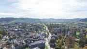 Blick Richtung Süden übers Münchwiler Zentrum: Fünf Hektaren kann der Bezirkshauptort noch einzonen. (Bild: Olaf Kühne)