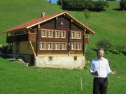 Peter Omachen, Denkmalpfleger des Kantons Obwalden, erzählt über die Restaurationen des Wohnhaus Widen, welches ab November wieder bewohnbar sein wird. (Bild: Carina Odermatt (Stalden 9. September 2018))