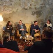 Viel Diskussionsstoff, viel Publikum: Migranten und Doppelbürger erzählen von ihrer turbulenten Zeit in der Schweiz. Bild: Nicola Ryser