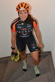 Ramona Forchini kehrt von einem ihrer Trainings zurück. Wöchentlich sitzt sie zwischen 15 und 20 Stunden im Sattel, was in etwa 10 bis 12 Trainingseinheiten entspricht. (Bild: Beat Lanzendorfer)