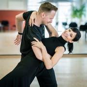 Ex-Miss Schweiz Anita Buri trainiert mit Tanzcoach Michal Vajcik in Frauenfeld für die SRF-Tanzsendung «Darf ich bitten». (Bild: Reto Martin)