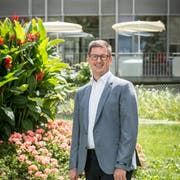 «Politik ist die Kunst des Machbaren» – Norbert Näf vor dem Alterszentrum Kappelhof. Bild: Hanspeter Schiess