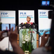 Die Wiler Ständeratspräsidentin Karin Keller-Sutter hat am Dienstagnachmittag in Wil ihre Bundesratskandidatur bekannt gegeben. (KEYSTONE/Gian Ehrenzeller)