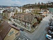 Das Areal Industriestrasse in Luzern. Unten links ist das Dachgeschoss eines der drei Grundstücke, welche die Stadt für 25,2 Millionen Franken erworben hat. (Bild: Archiv)