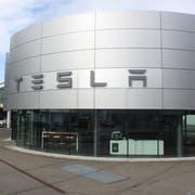 Die erste Tesla-Filiale der Ostschweiz eröffnet an der Zürcherstrasse 160, wo früher die City Garage stand. (Bild: Miguel Lo Bartolo)