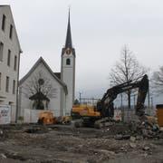 Auf diesem Grundstück sollen altersgerechte Wohnungen entstehen. Zurzeit werden aber noch archäologische Grabungen durchgeführt. (Bild: Urs Hanhart (Flüelen, 19. März 2018))