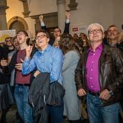 Die GLP Anhänger bejubeln den Sitzgewinn von Roland Fischer im Regierungsgebäude Luzern anlässlich den nationalen Parlamentswahlen am Sonntag, 20. Oktober 2019.