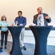 Podiumsdiskussion mit vier der fünf Gemeinderatskandidaten (von links): Patrick Schnellmann (CVP), Monique Frey (Grüne), Brahim Aakti (SP) und Felix Müri (SVP). Bild: Manuela Jans-Koch (Emmen, 24. Mai 2018)