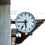 Symbol der Pünktlichkeit: Eine Schweizer Bahnhofsuhr. (Bild: Patrick Züst)
