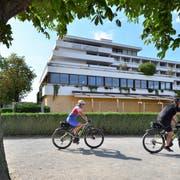 Seit langem geschlossen und mit Brettern vernagelt: Das Hotel Metropol. (Bild: Max Eichenberger)