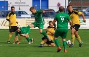 Mit letztem Einsatz: Sevelens Captain Aleksandar Matic kann dem wirbligen Haager Ivan Carkic den Ball vom Fuss spitzeln. (Bild: Robert Kucera)