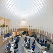 Blick in die kantonale Notrufzentrale im Calatrava-Gebäude. (Bild: Gian Ehrenzeller)