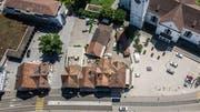 Würde das alte Schlachthaus (in der Bildmitte) abgerissen, entstünde eine direkte Verbindung zwischen dem Toggenburger-Platz (links) und dem Kirchplatz vor der Andreaskirche (rechts). (Bild: Michel Canonica)