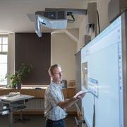 Medienpädagoge Thomas Dörig geht in Pension. Die von ihm aufgebaute Fachstelle Medienpädagogik in Gossau wird nun aufgestockt. (Bild: Urs Bucher, 7. August 2014)