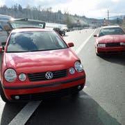Die beiden Unfallautos auf der Autobahn A14 in Ebikon. (Bild: Luzerner Polizei (Ebikon, 18. Januar 2019))