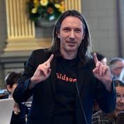 SP-Kantonsrat Etrit Hasler schlug Alternativen zum St.Galler Lied vor. (Bild: Regina Kühne)