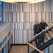CEO Beat Bussmann (links) und Christian Reiter, Leiter Produktentwicklung, im neuen Opacc-Campus. (Bild: Pius Amrein (Rothenburg, 12. Oktober 2018))