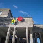 Das fast 50-jährige Kantigebäude in Wattwil soll mit einem Neubau ersetzt und dann verkauft werden. (Bild: Michel Canonica)