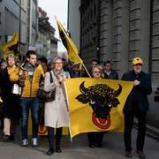 Auf dem Weg zum Bundeshaus: Die Urner legten in Bern einen augenfälligen Auftritt hin. (Bild Corinne Glanzmann, Bern, 05. Dezember 2018)