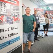 """Das Nein-Komitee zur Abstimmung über das Projekt """"Lebensraum Altstadt"""":Reto Gmür, Luzi Schmid, Astrid Straub und Roland Schöni. (Bild: Andrea Stalder)"""