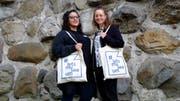 Die beiden Guides von #letsmuseeum vor dem Historischen Museum Thurgau: Antonella Barone und Tanja Breu. (Bild: Rahel Haag)